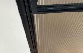 metalen binnendeur strak 21-05 flute glas detail