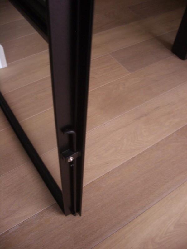 detail grendel strakke deur